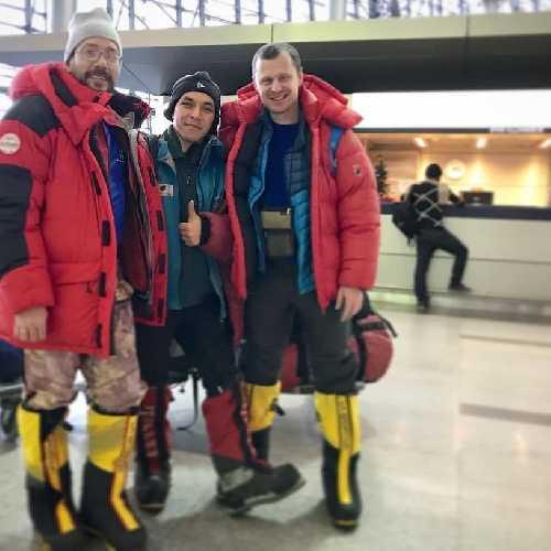 трое участников из России Международной зимней экспедиции 2019 на К2 в Исламабаде.