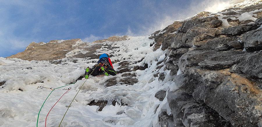 На маршруте CRAM по восточной стене горы Чима Брента (Cima Brenta) в Доломити-ди-Брента, Италия. Фото Alessandro Beber