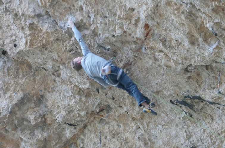 "Якоб Шуберт (Jakob Schubert) на маршруте ""Neanderthal"" 9b. Фото catalunyaclimb"