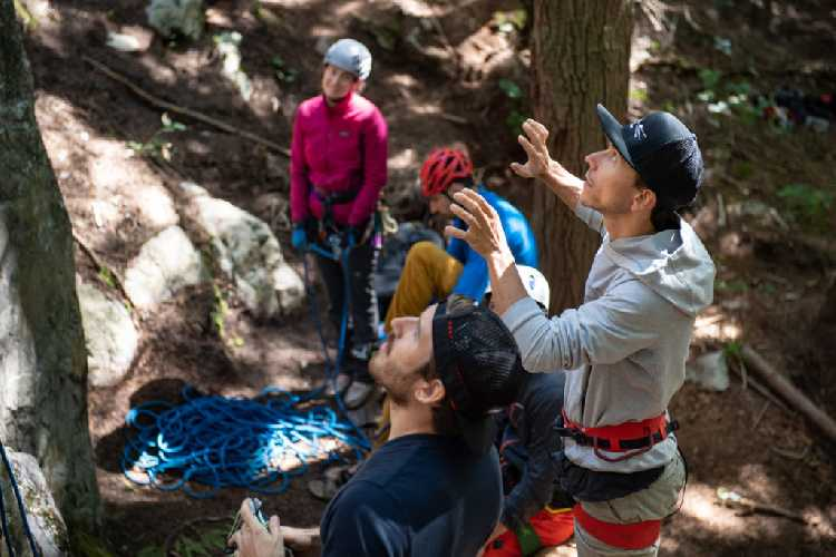 Джонатан Сигрист (Jonathan Siegrist) на валунах Сквормиша. Фото fanatic-climbing . com