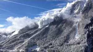 Видео дня: сход огромной лавины в Швейцарии