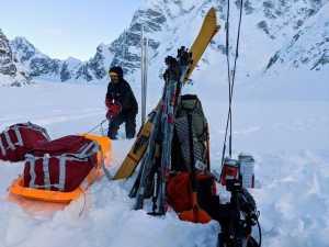 Лонни Дюпре отменяет свою попытку первого в мире зимнего соловосхождения на вершину аляскинской горы Хантер