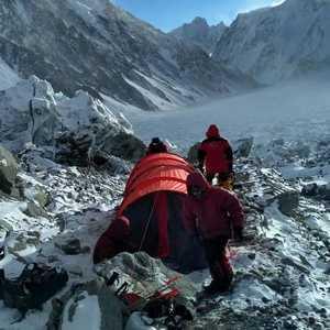 Международная зимняя экспедиция на К2: работа в первом высотном лагере