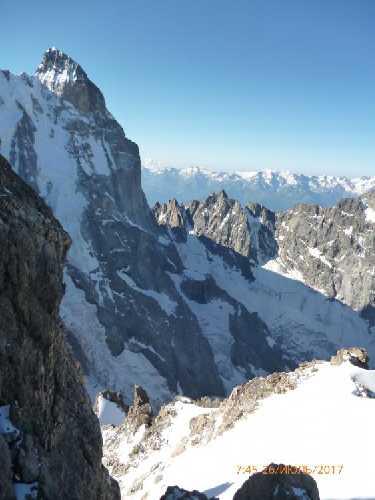 Южная Ушба с восточной Шхельды , с сев-северо запада. Вдали Сванетский хребет. Фото Сергей Дидора
