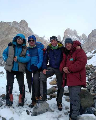 команда Василия Пивцова остановилась на ночевку в Хобурдзе. Фото K2 winter climb 2019
