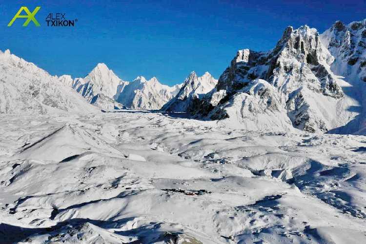 Положение команды на 14 января. Вид на базовый лагерь К2. Фото Alex Txikon