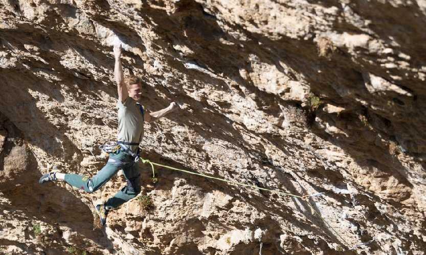 """Якоб Шуберт (Jakob Schubert) на маршруте """"Neanderthal"""" категории 9b . Фото Rainer Eder"""