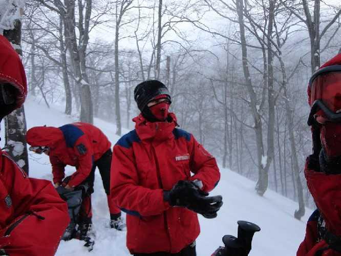 поиски туриста у горы Гемба. Фото Управління ДСНС України у Закарпатській області
