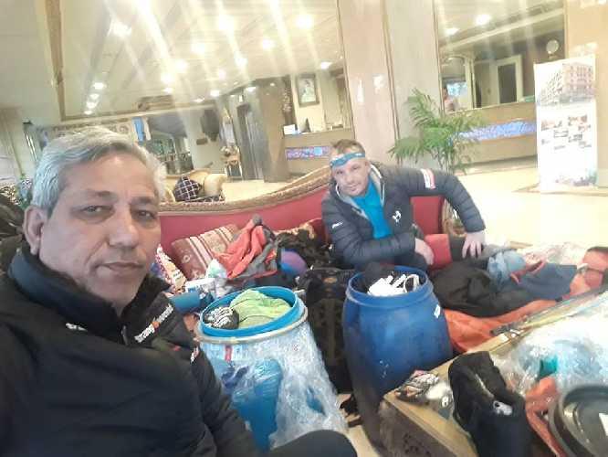Вальдемар Ковалевский (Waldemar Kowalewski) и Asghar Ali Porik в офисе Jasmin Tours. Фото Asghar Ali Porik