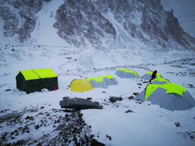 Базовый лагерь Международной зимней экспедиции на К2. фото Артем Браун
