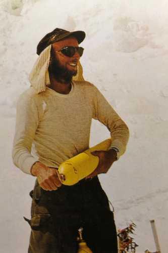 Молодой Том Хорнбейн (Tom Hornbein) во втором высотном лагере на Эвересте. май 1963 года.