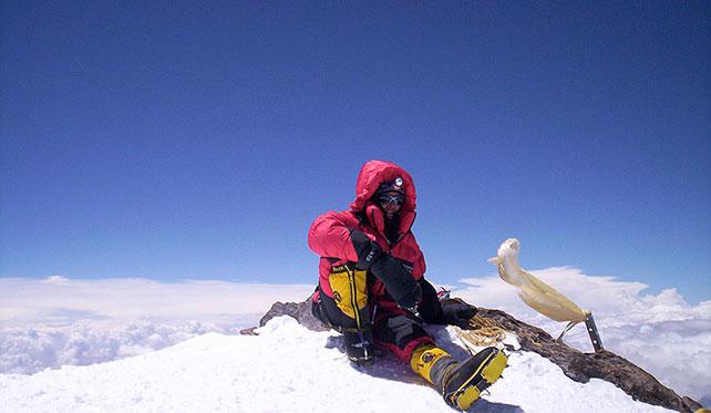 Марианн Шапюиза (Marianne Chapuisat) на вершине восьмитысячника Чо-Ойю