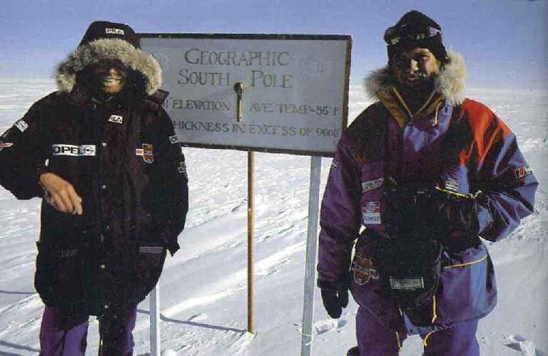 Райнхольд Месснер (Reinhold Messner) и Арвед Фукс (Arved Fuchs) на южном полюсе. Фото Reinhold Messner  из книги My Life At The Limit