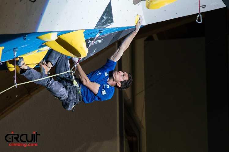 Ромен Дегранж (Romain Desgranges) на соревнованиях по скалолазанию в дисциплине трудность. Фото Eddie Fowke / The Circuit Climbing
