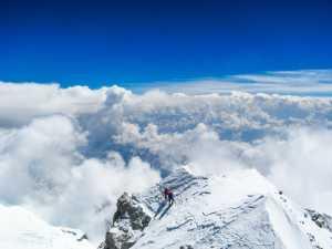 Фото дня: выше облаков, за 50 метров до вершины Макалу