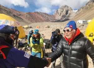 86-летний Юичиро Миура прерывает свое рекордное восхождение на высочайшую вершину Южной Америки - гору Аконкагуа