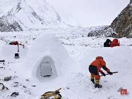 Иглу в базовом лагере команды Алекса Тикона. Фото Alex Txikon