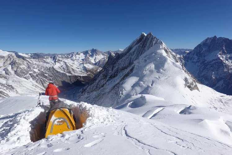 Симоне Моро (Simone Moro) и Пемба Галье Шерпа (Pemba Gyalje Sherpa) на отметке 6000 метров на Манаслу. Январь 2019 года. Фото Simone Moro