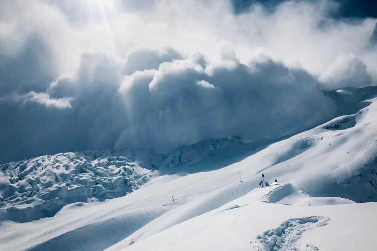Лавина у базового лагеря Манаслу. 29 января 2019 года. Фото Simine Moro