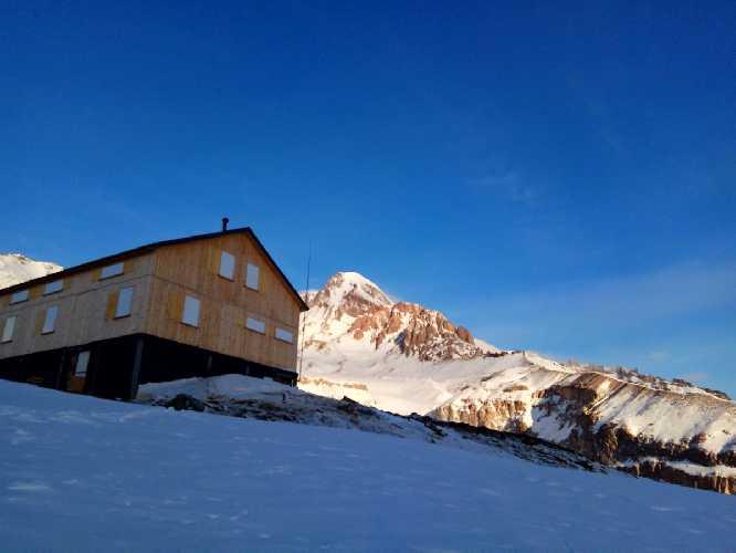 Казбек зимой по маршруту 3Б. Фото Виталий Шлюпка и Александр Корец