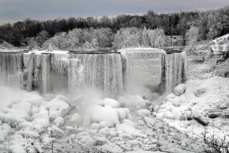 Ниагарский водопад 23 января 2019 года. Фото REUTERS