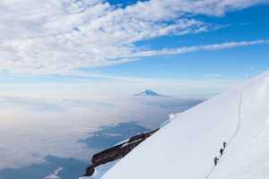 Фото дня: Спуск с вершины горы Рейнир
