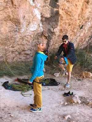 Молодежная сборная по скалолазанию тренируется на скалах
