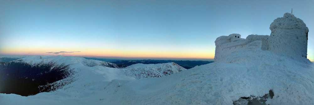 Черногорский горный поисково-спасательный пост на горе Поп-Иван. Фото Чорногірський гірський пошуково-рятувальний пост