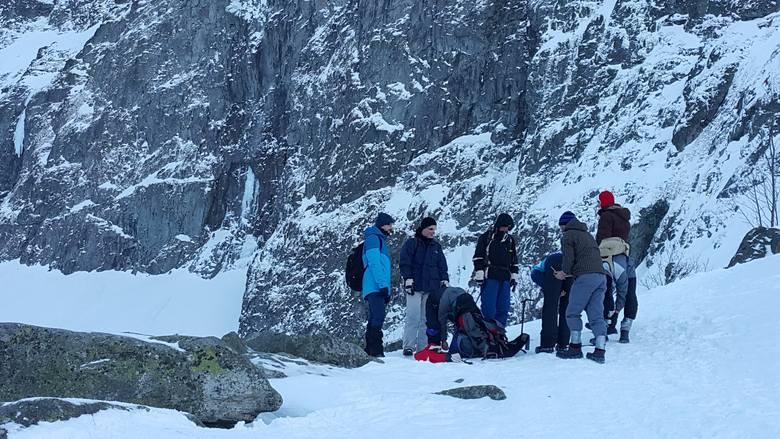 Сбор украинской команды перед восхождением на гору Рысы. Фото polskatimes . pl
