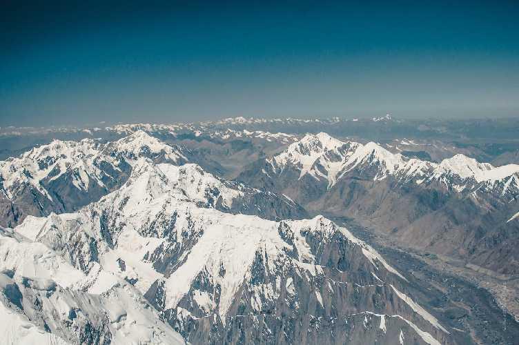 просто нереальные горизонты. Вид с вершины Хан-Тенгри. Фото Александр Павлов