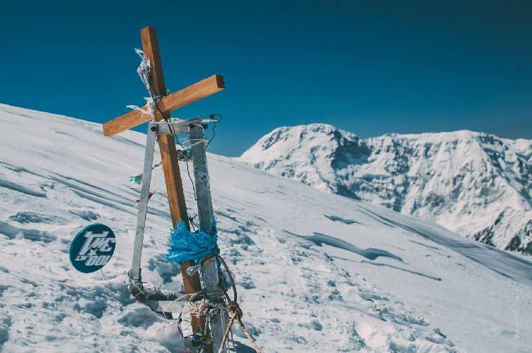 Вершина Хан-Тенгри на фоне Победы. Фото Александр Павлов