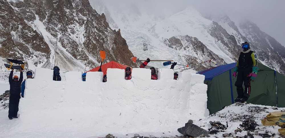 крепостная стена в базовом лагере восьмитысячника К2. Фото Alex Txikon, 18 февраля 2019 года