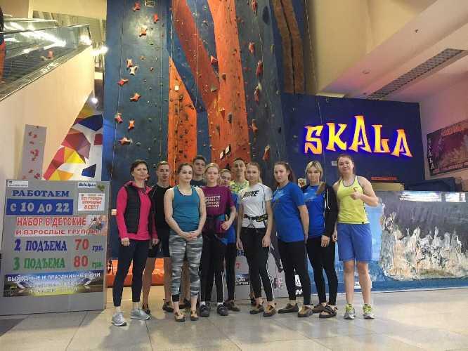 учебно-тренировочный сбор молодежной команды Украины по скалолазанию в Днепре. Фото fais . org . ua