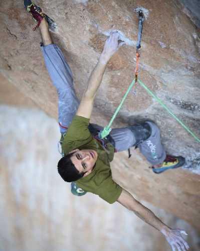 Петрек Схаб (Piotrek Schab) на маршруте La Rambla Extension категории 9a+. Фото Pablo Benedito