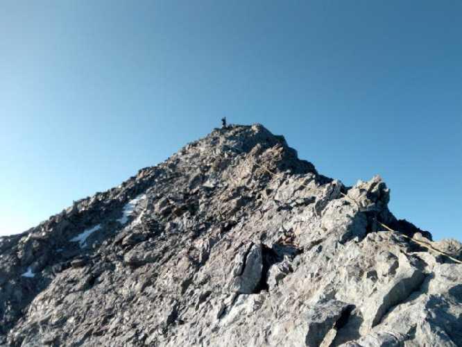 Первый вышел на вершину южной Ушбы. Фото Сергей Дидора