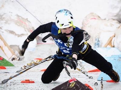 Украинская спортсменка Виктория Голуб выиграла золотую медаль Чемпионата Мира по ледолазанию среди юниоров!