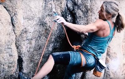 Линн Хилл устанавливает новый рекорд в скалолазании, пройдя трассу категории 8а в возрасте 58 лет!