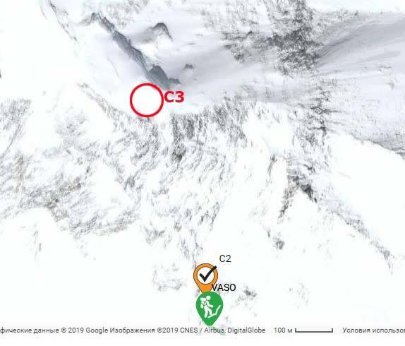 место третьего (7300 м) и второго (6800м) высотного лагеря команды Василия Пивцова. Заброска была оставлена на 7200, наверху Черной пирамиды