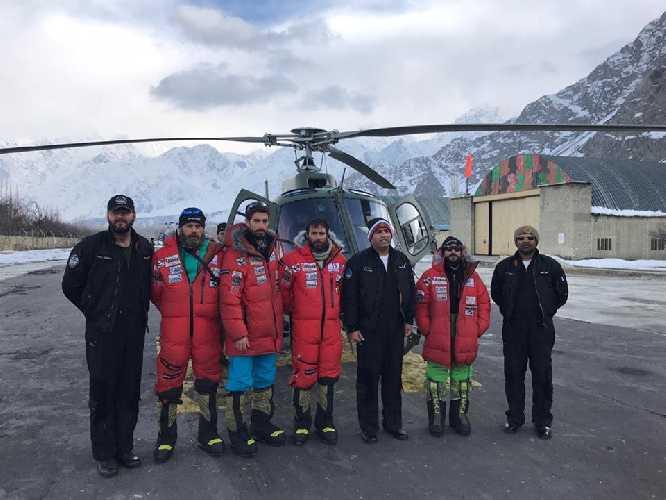 Пилоты вертолетов и спаскоманда Алекса Тикона в Скарду. 3 марта 2019