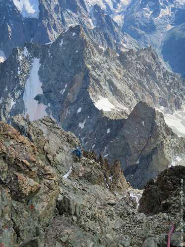Около вершины Barre des Ecrins, лезли южный гребень (TD- / 5A) — центровой классический маршрут района. Фото Евгений Образцов