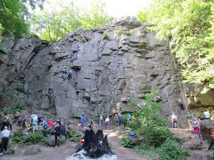 На скалах в Денишах ограничат доступ скалолазов