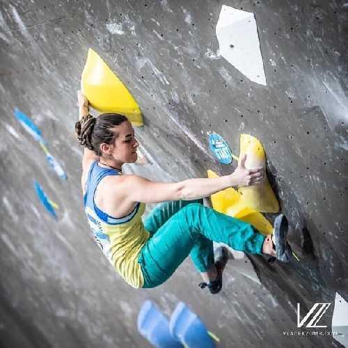 Евгения Казбекова на первом этапе Кубка Мира 2019 по скалолазанию в Майрингене