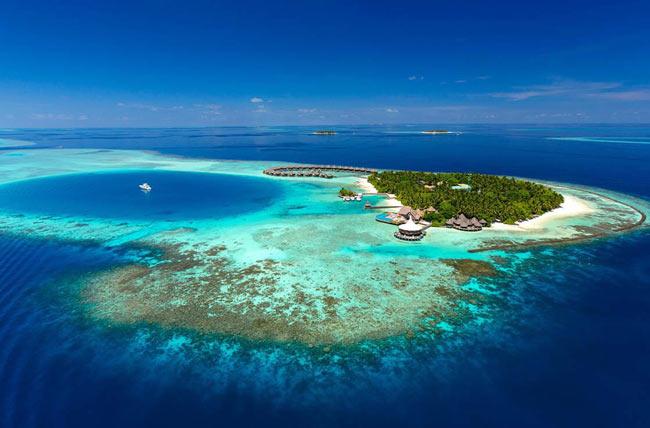 Из-за поднимающегося уровня мирового океана Мальдивы могут оказаться полностью под водой уже через 80 лет. Фото Go World Travel