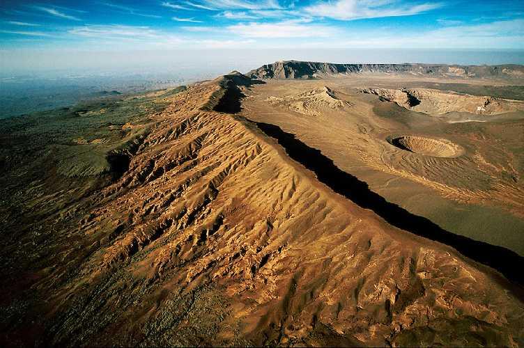 Эми Кусси (Emi Koussi) - вулкан шириной в 60 километров. Фото David Evans