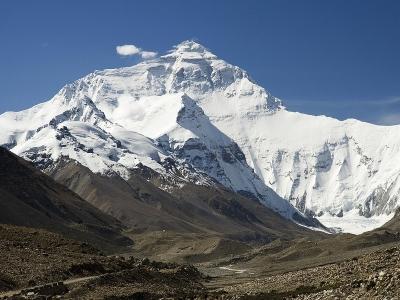 Более 1000 альпинистов со всего мира планируют подняться на вершину Эвереста в этом сезоне!