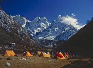 Легендарная семейная пара Нивес Мерой и Романо Бене возвращается в Гималаи