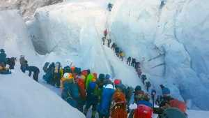 Фото дня: очередь на Эвересте