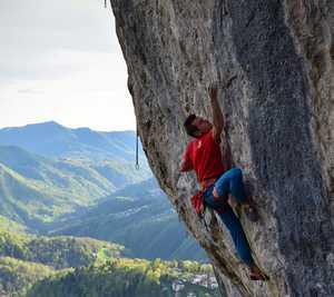 Итальянский скалолаз Лука Бана проходит первую в своей карьере сложность 9а+ на маршруте