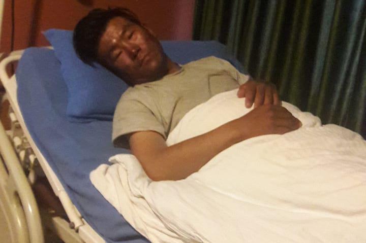 Нима Шеринг Шерпа (Nima Tshering Sherpa) в больнице Катманду