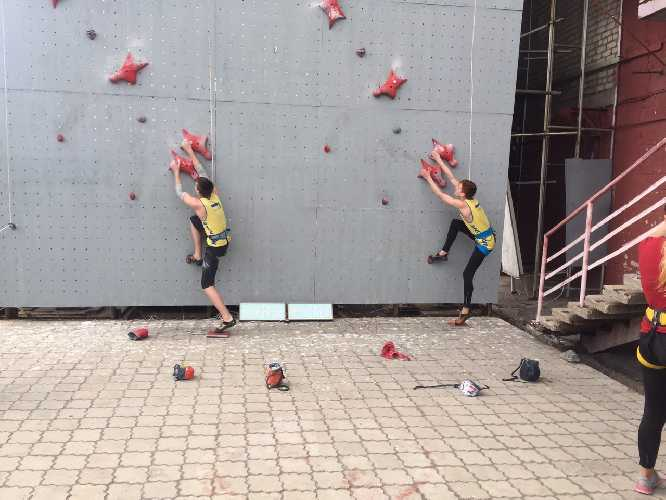 Молодежная сборная по скалолазанию на тренировочном сборе в Никополе. Фото fais . org . ua